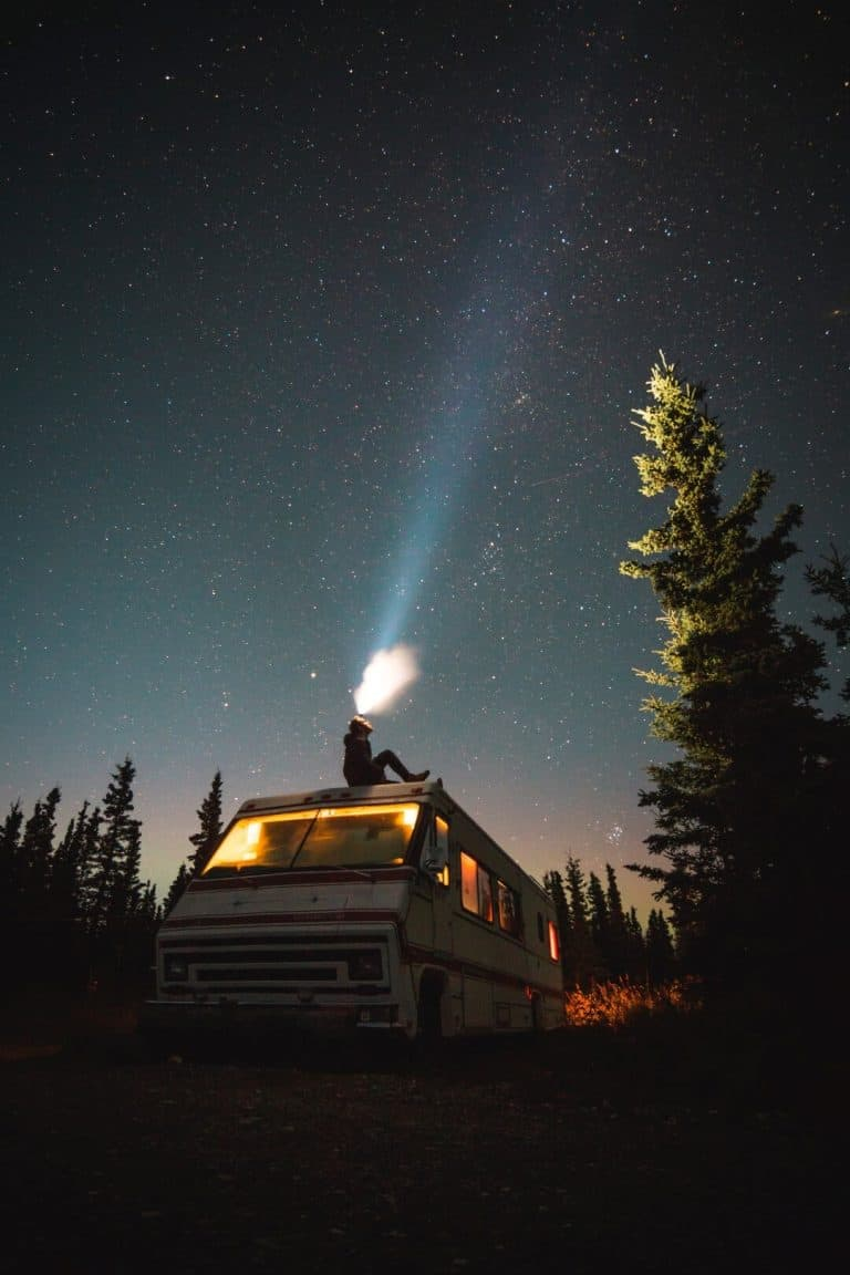 קראוון בלילה